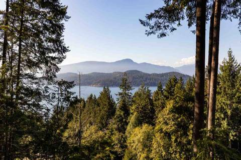 House for sale at 914 Windjammer Rd Bowen Island British Columbia - MLS: R2446468