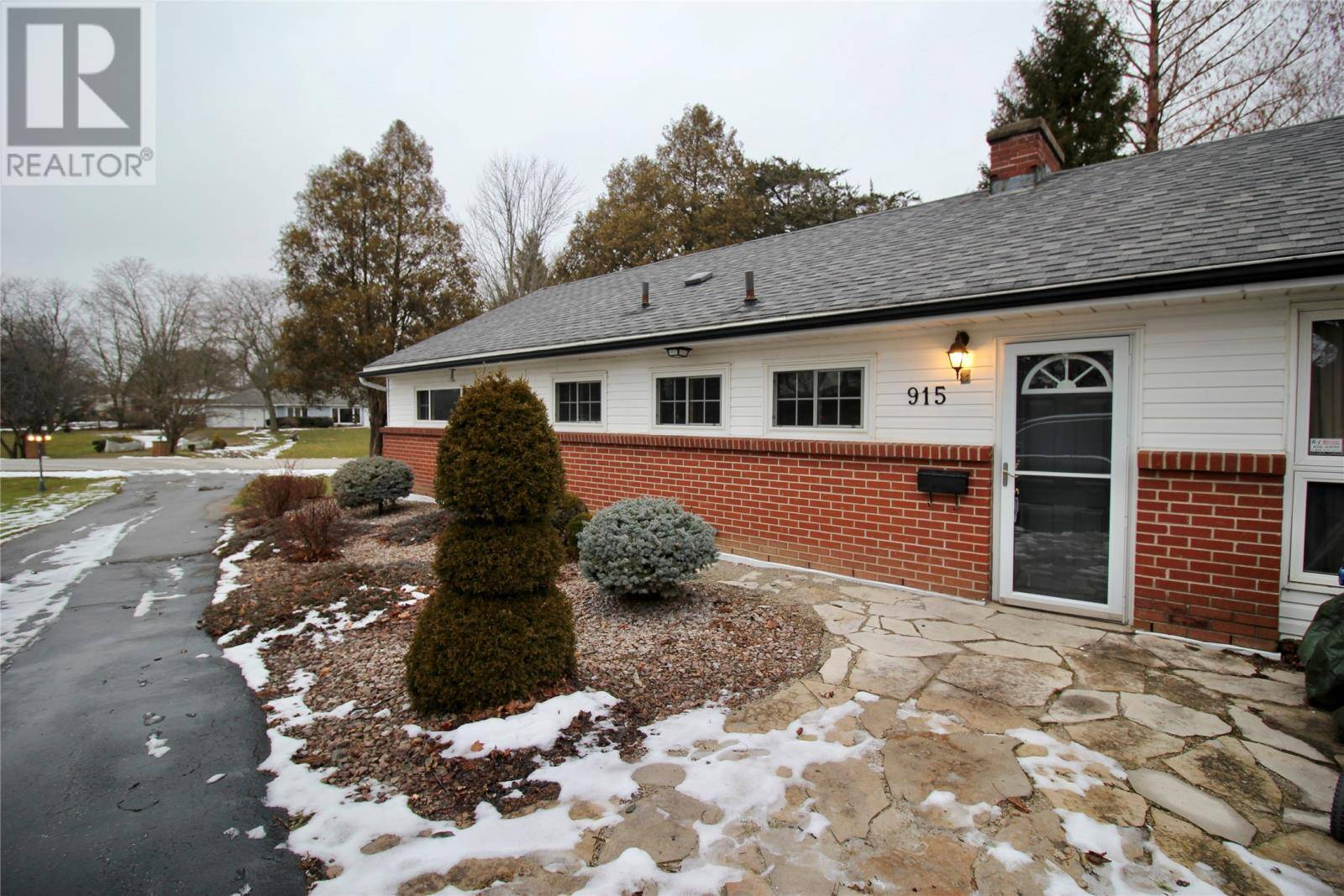 House for sale at 915 Charing Cross Rd Chatham Ontario - MLS: 20000903