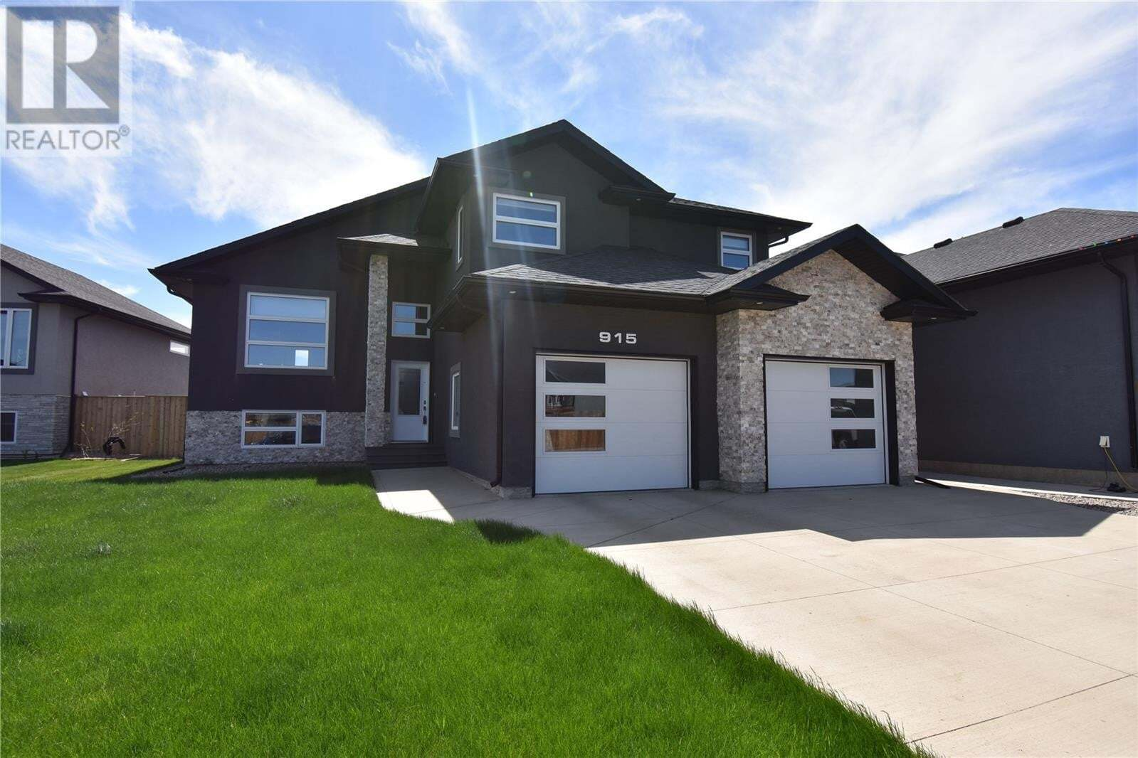 House for sale at 915 Hastings Cres Saskatoon Saskatchewan - MLS: SK817311