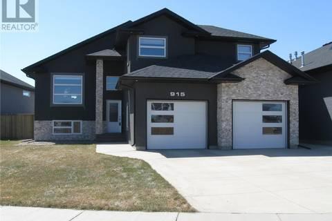 House for sale at 915 Hastings Cres Saskatoon Saskatchewan - MLS: SK801350