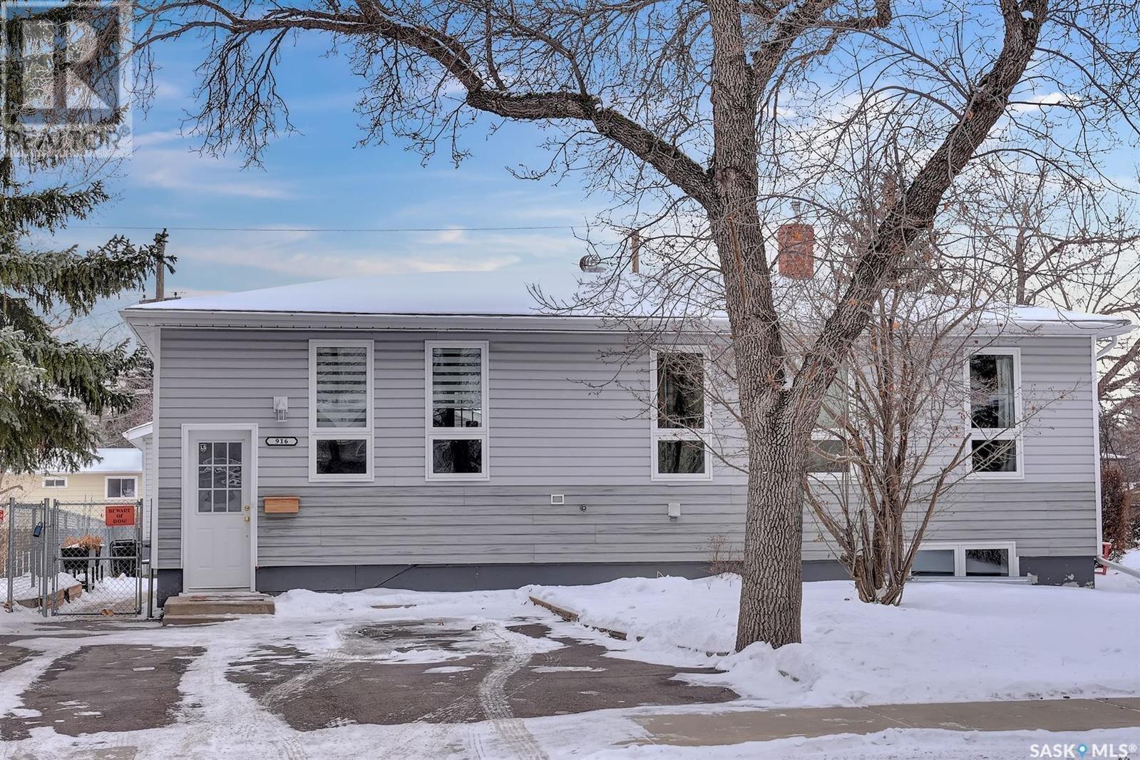 House for sale at 916 Forget St Regina Saskatchewan - MLS: SK834361