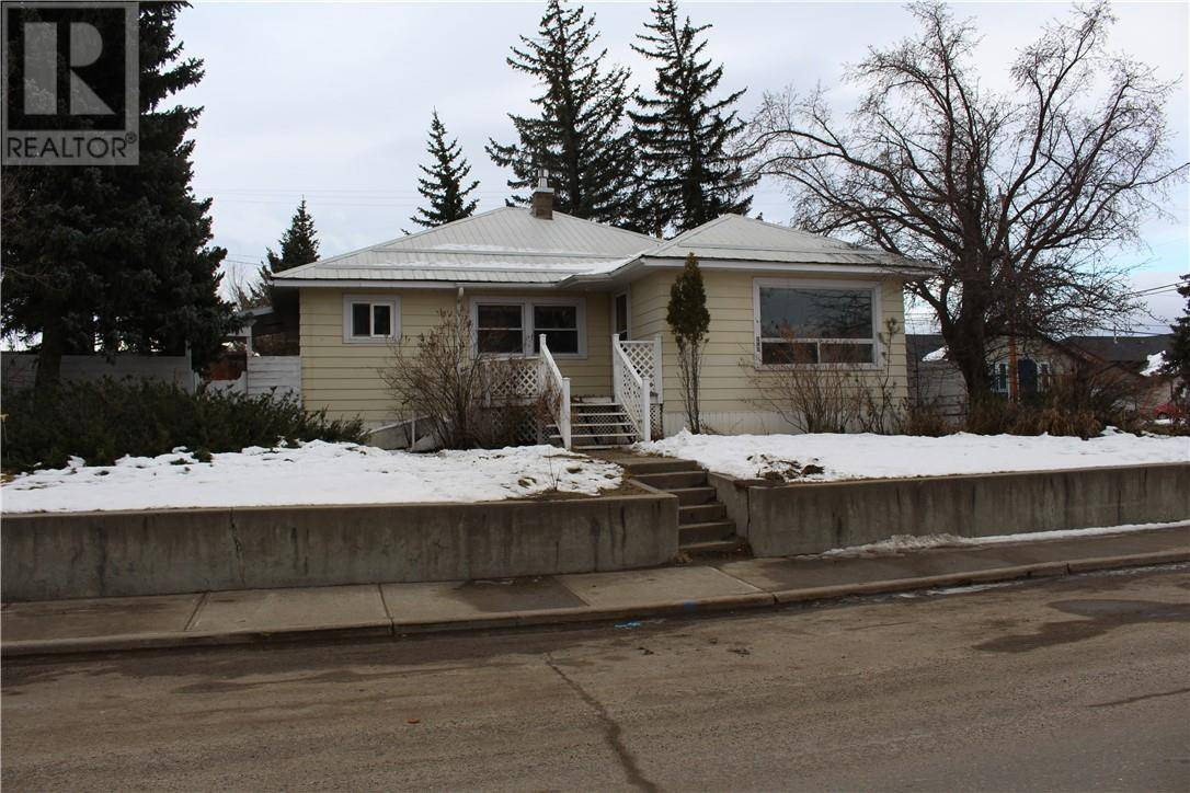 House for sale at 916 Main St Pincher Creek Alberta - MLS: ld0184602