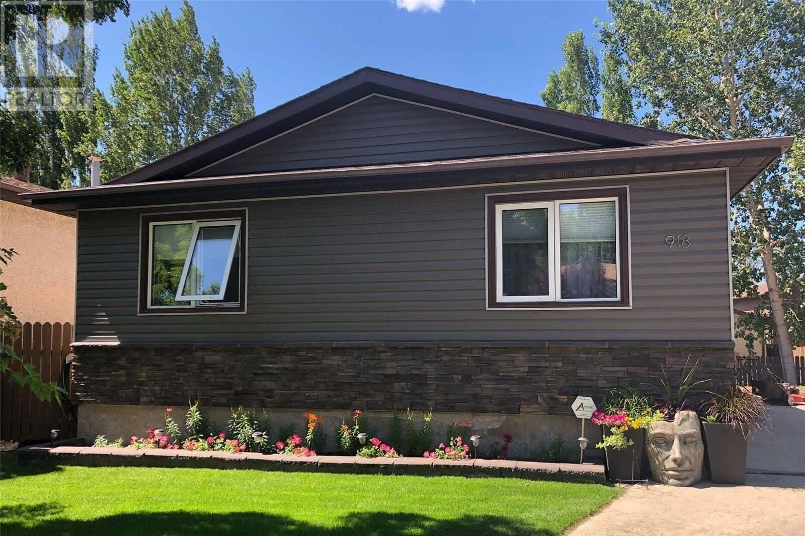 House for sale at 918 East By Regina Saskatchewan - MLS: SK827328