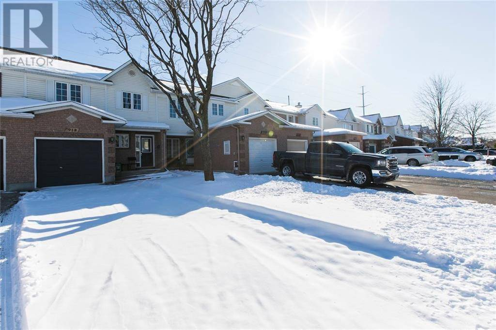 Townhouse for rent at 918 Paradise Cres Ottawa Ontario - MLS: 1175451