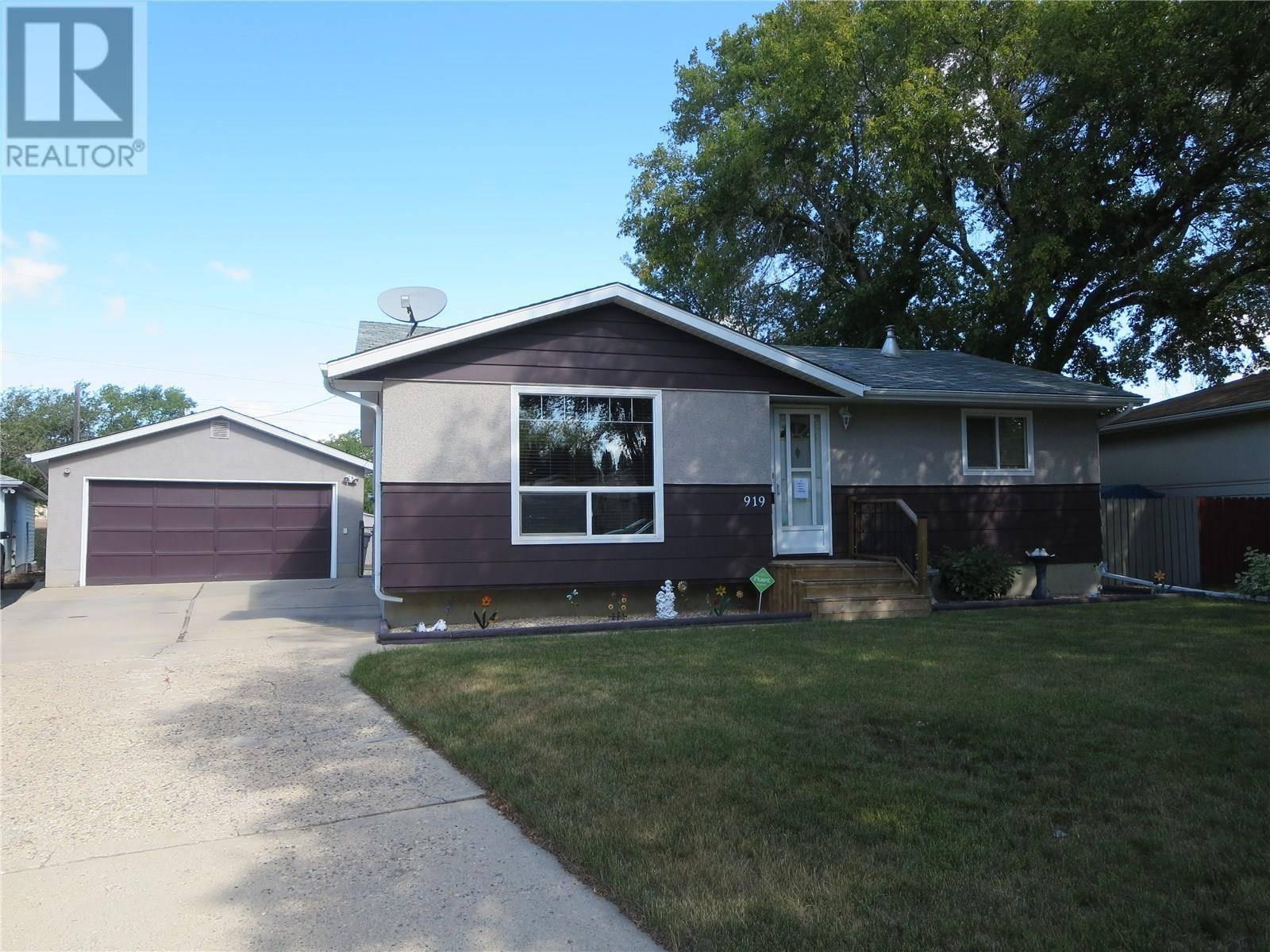 House for sale at 919 X Ave N Saskatoon Saskatchewan - MLS: SK785029