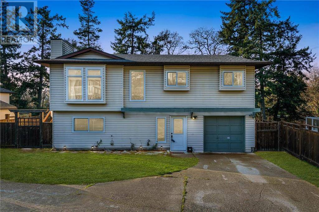 House for sale at 92 Chancellor Ave Victoria British Columbia - MLS: 419420