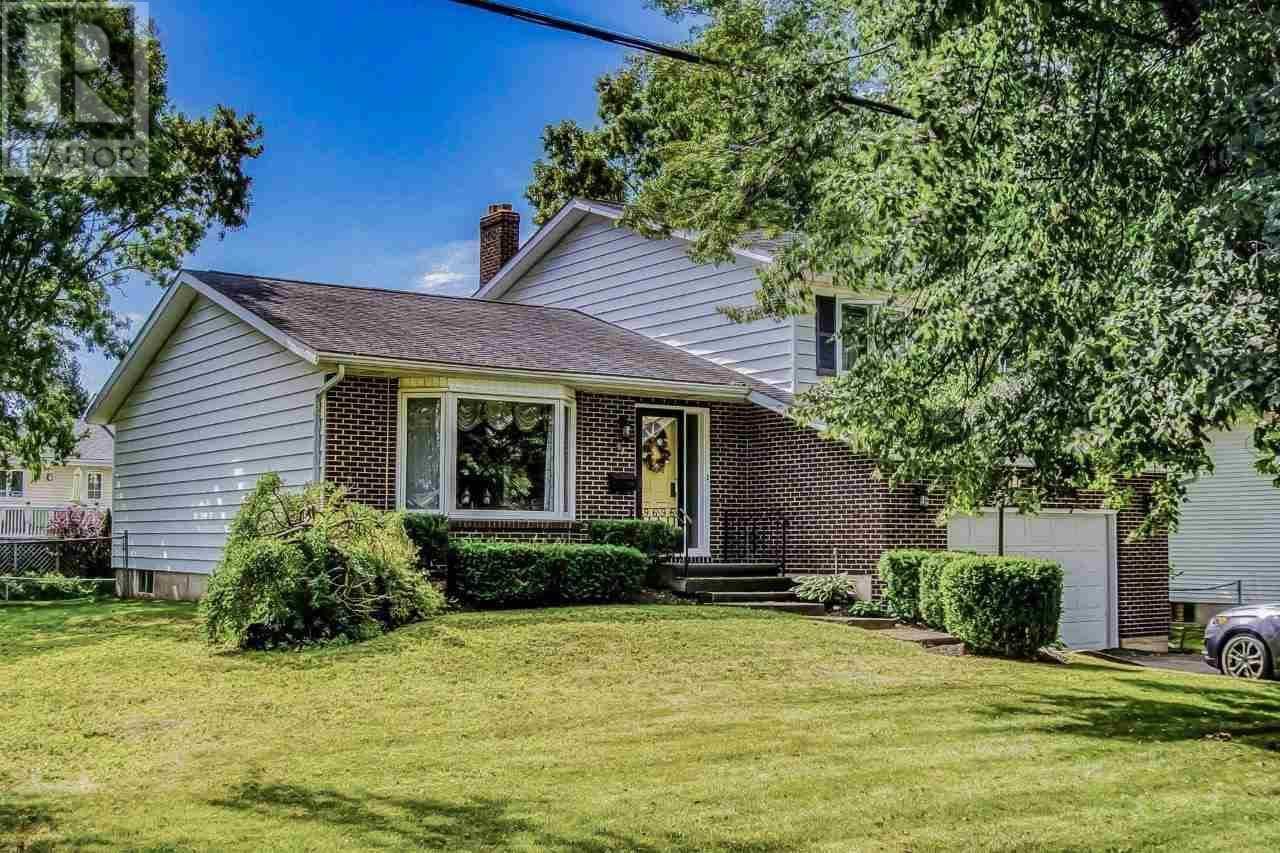 House for sale at 92 Nassau St Charlottetown Prince Edward Island - MLS: 202004337