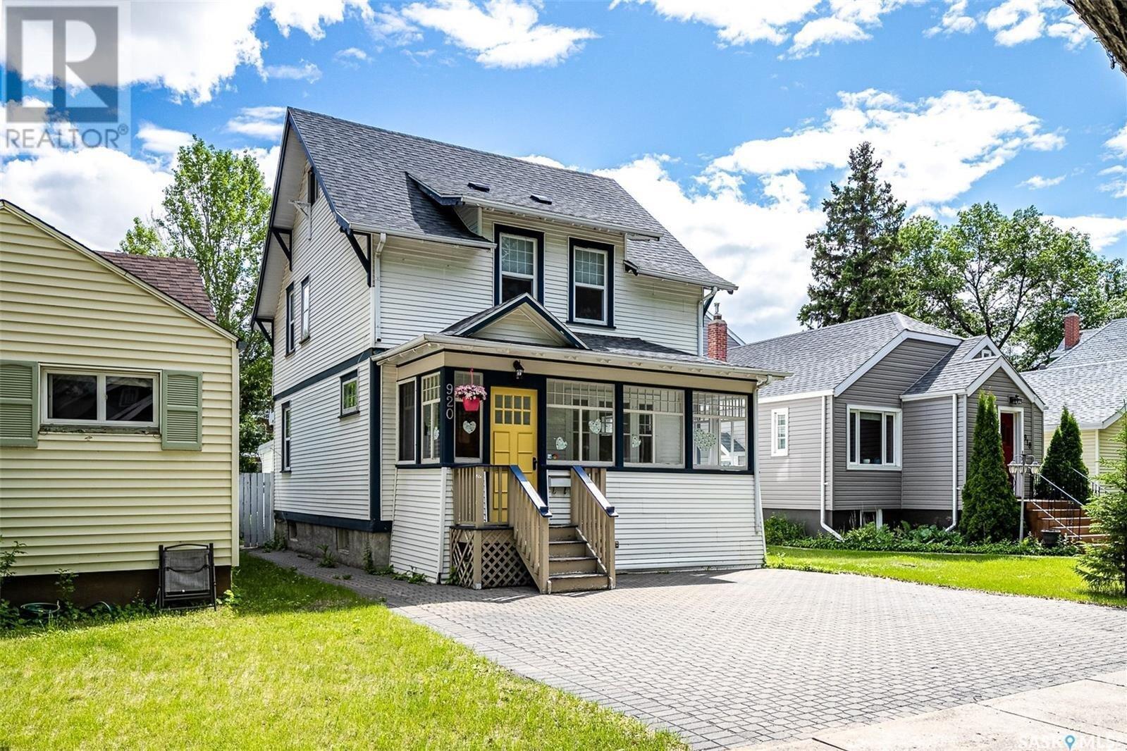 House for sale at 920 10th St E Saskatoon Saskatchewan - MLS: SK838800