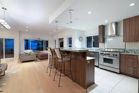 House for sale at 921 Fairway Ln Bowen Island British Columbia - MLS: R2438841