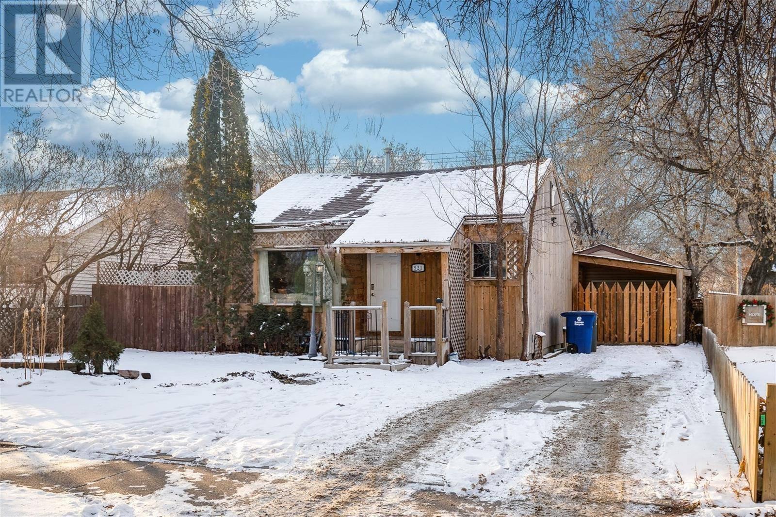 House for sale at 921 I Ave N Saskatoon Saskatchewan - MLS: SK793400