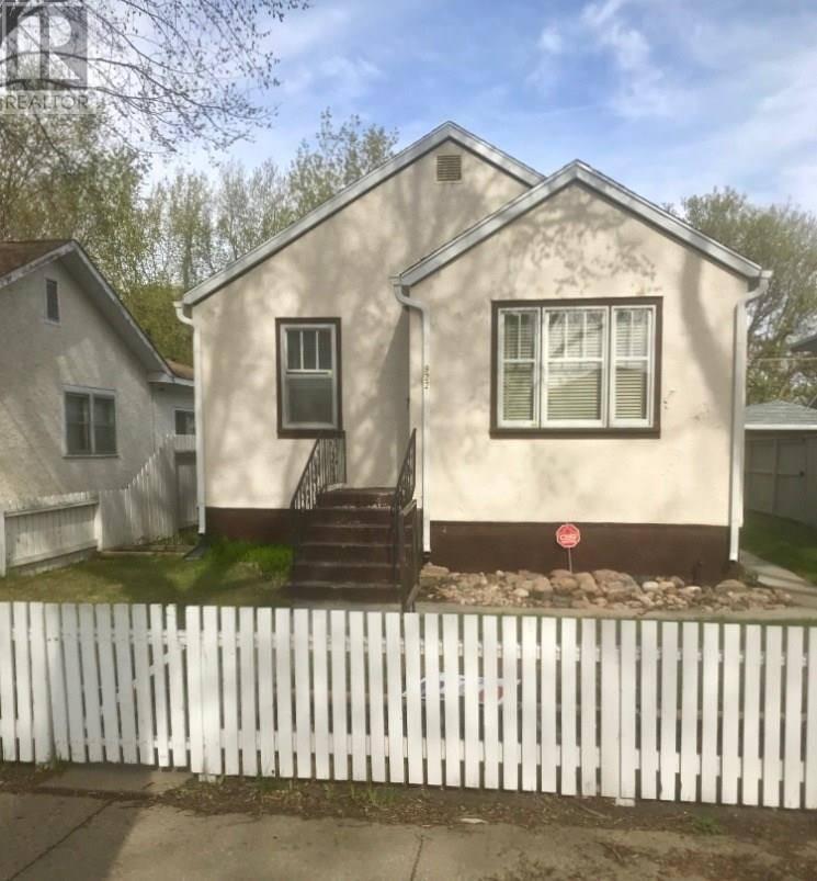 House for sale at 922 K Ave S Saskatoon Saskatchewan - MLS: SK786273