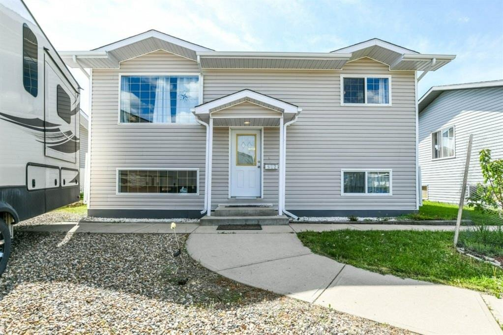 House for sale at 922 Main Street St South Redcliff Alberta - MLS: A1001732
