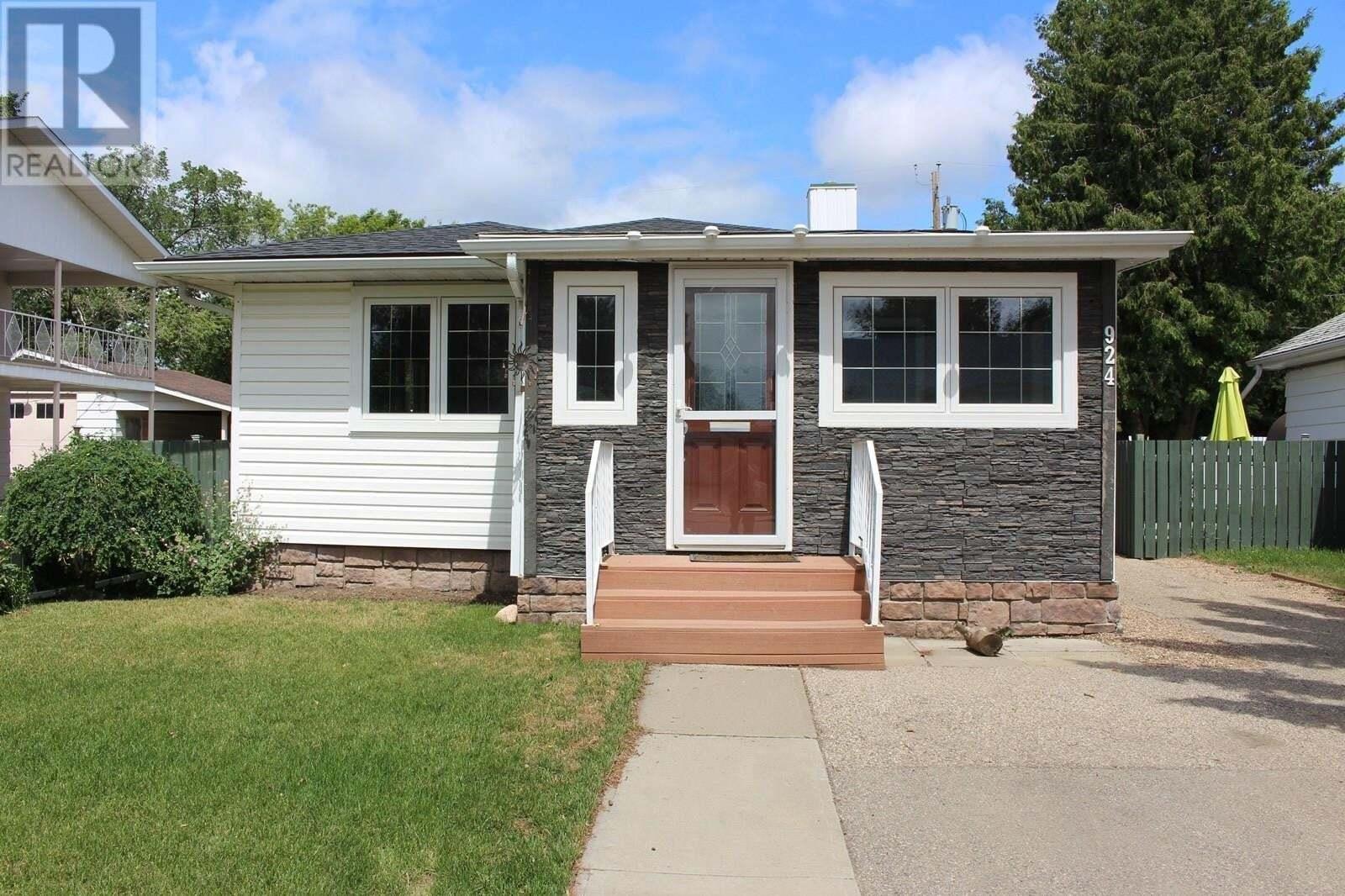 House for sale at 924 Hall St W Moose Jaw Saskatchewan - MLS: SK815531