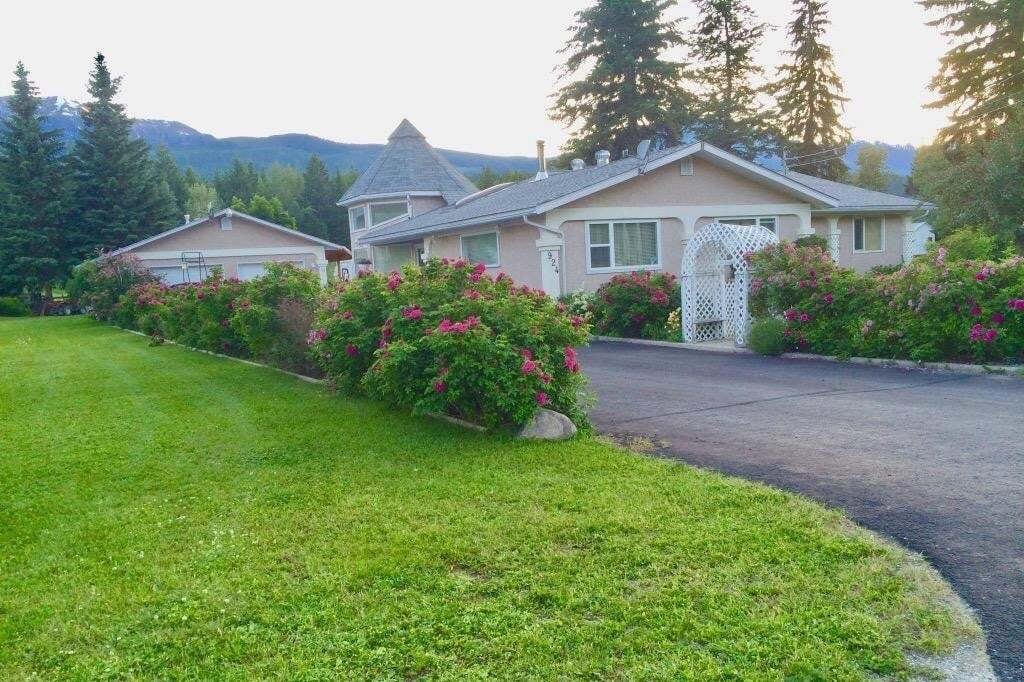 House for sale at 924 Ryter Road  Golden British Columbia - MLS: 2452197