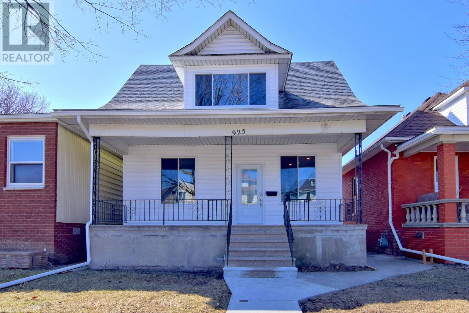 House for sale at 925 Hall  Windsor Ontario - MLS: 20002250
