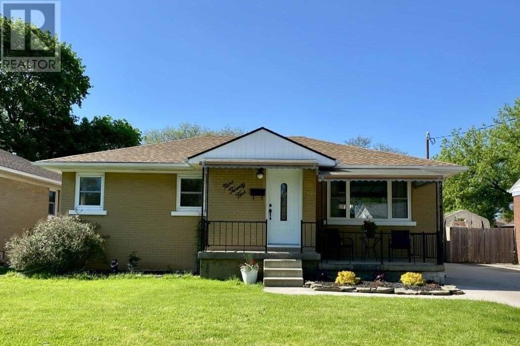 House for sale at 925 Hemlock Ave Sarnia Ontario - MLS: 20005802