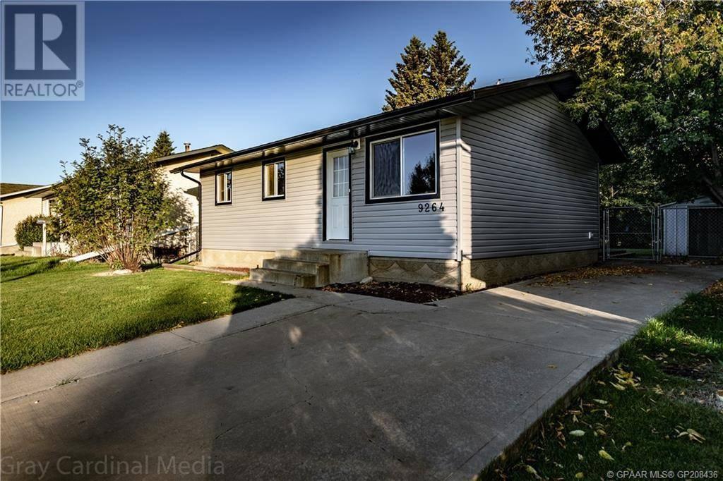 House for sale at 9264 111 Ave Grande Prairie Alberta - MLS: GP208436