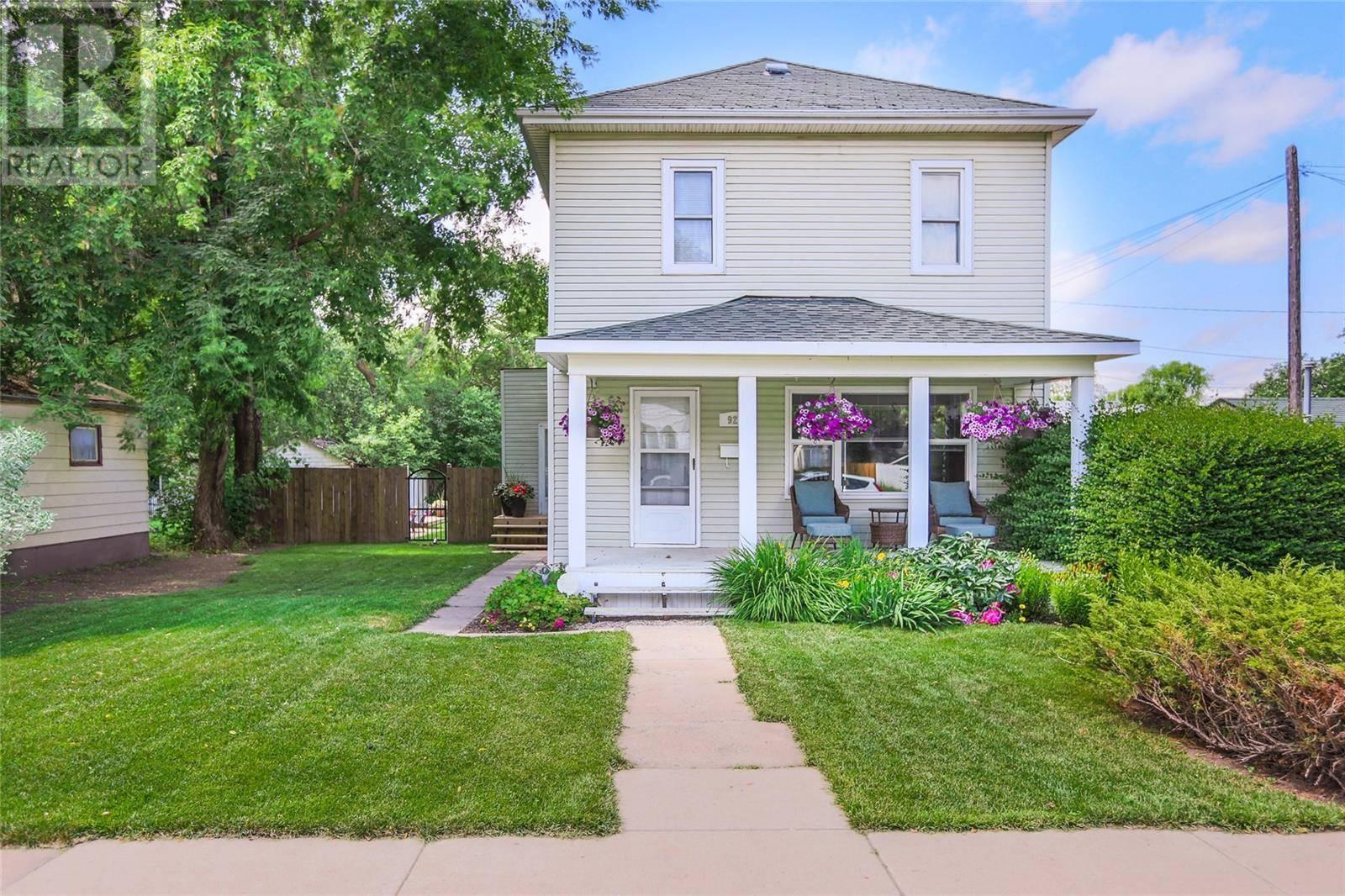 House for sale at 927 G Ave N Saskatoon Saskatchewan - MLS: SK789359