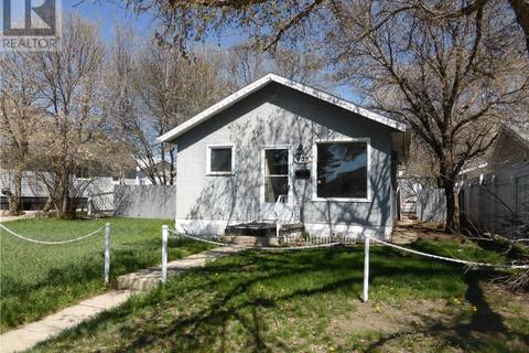 928 Ominica Street E, Moose Jaw | Image 1