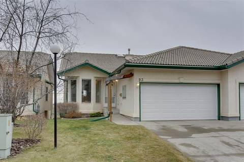Townhouse for sale at 93 Strathearn Garden(s) Southwest Unit 93 Calgary Alberta - MLS: C4274631