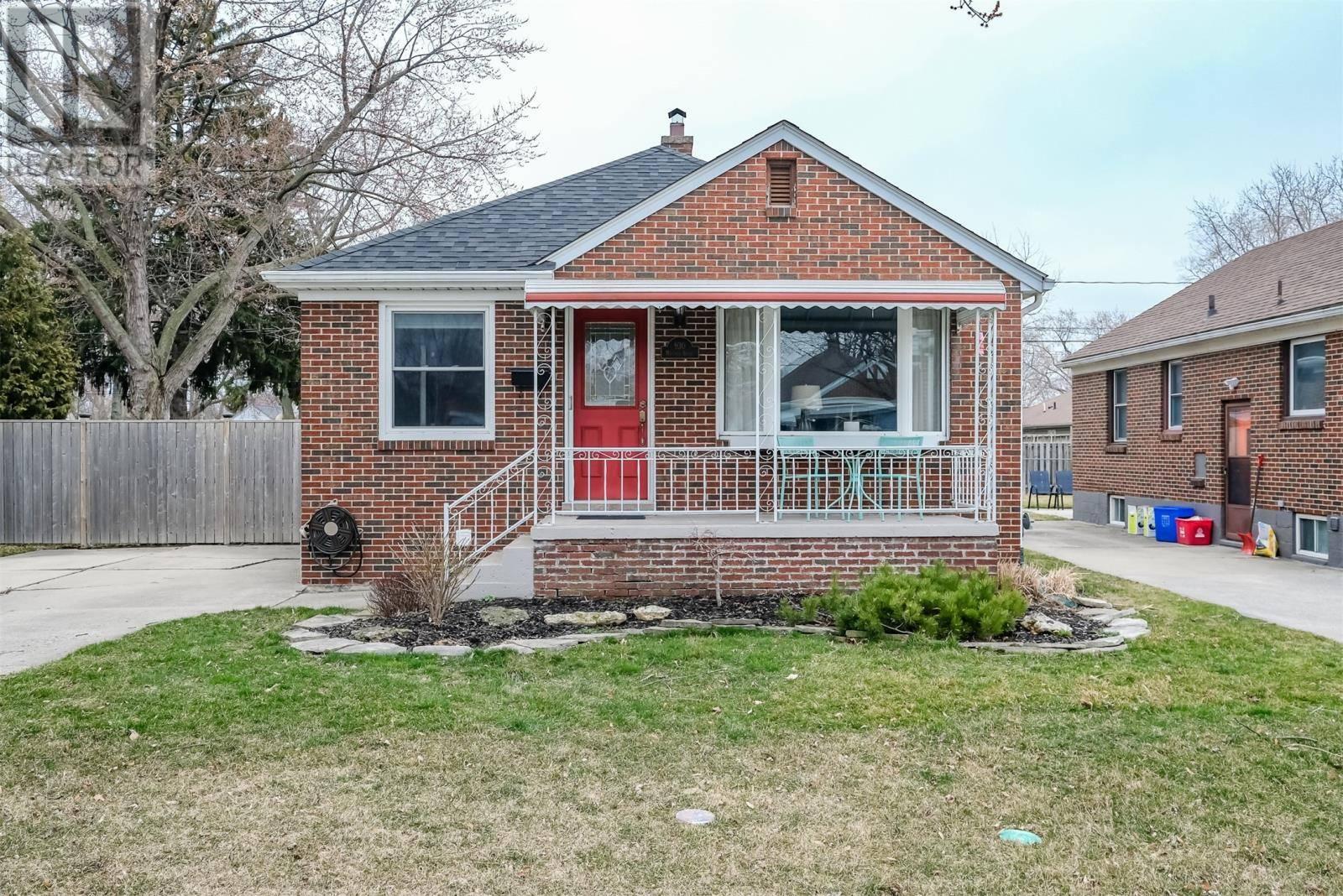 House for sale at 930 Matthew Brady  Windsor Ontario - MLS: 20003578