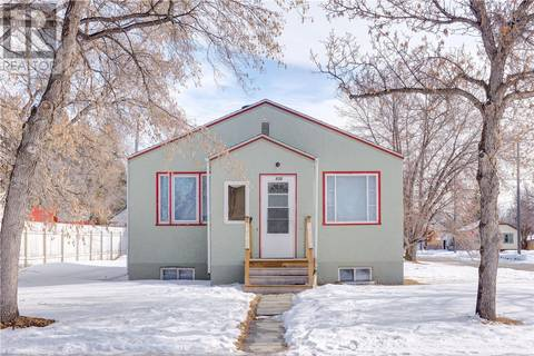 House for sale at 930 N Ave S Saskatoon Saskatchewan - MLS: SK801226