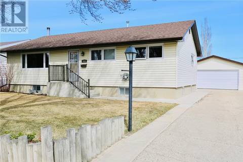 House for sale at 930 Simcoe St Moose Jaw Saskatchewan - MLS: SK762574