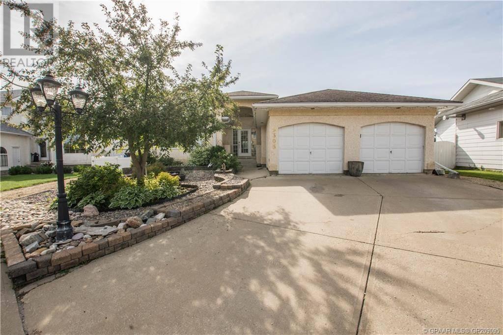 House for sale at 9305 61 Ave Grande Prairie Alberta - MLS: GP209095