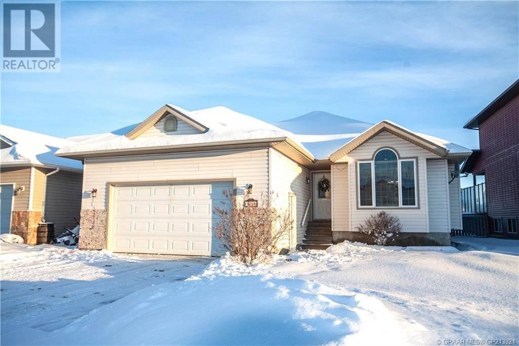 House for sale at 9314 Lakeshore Ct Grande Prairie Alberta - MLS: GP213921