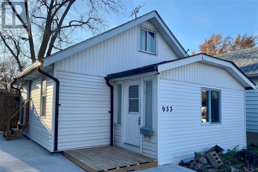 House for sale at 933 Bridge  Windsor Ontario - MLS: 20014994