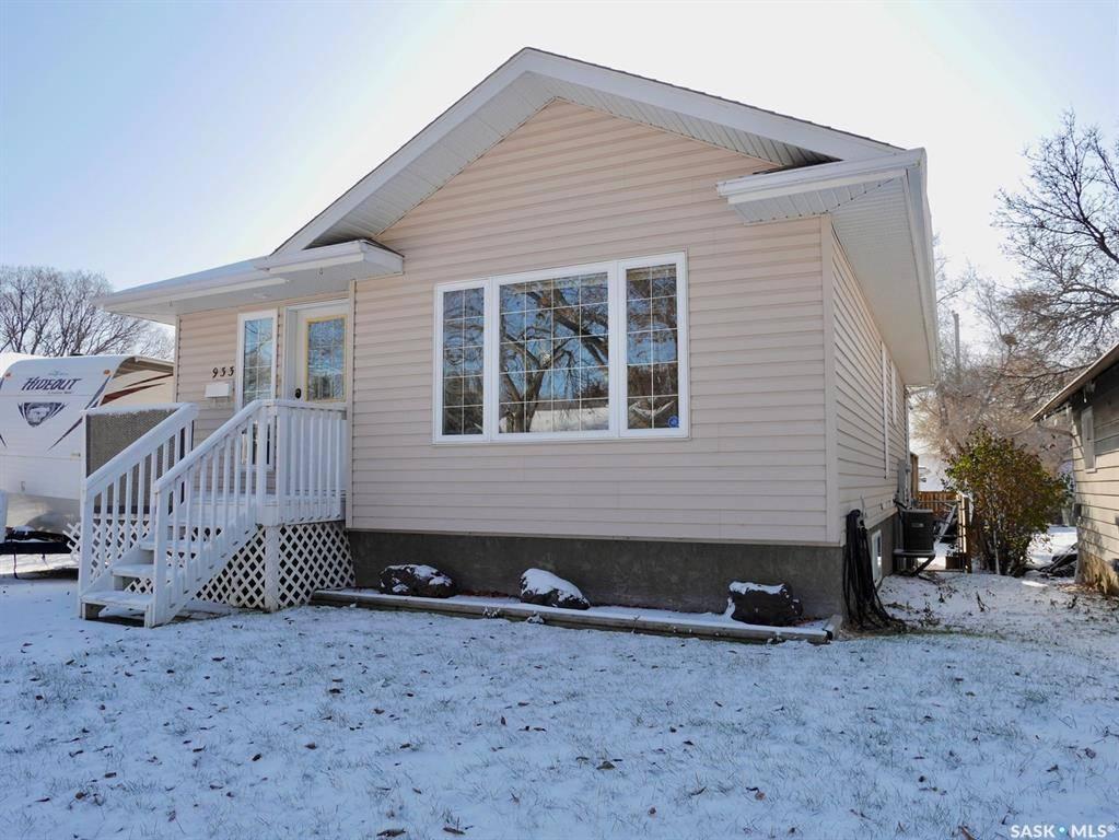 House for sale at 933 Stadacona St W Moose Jaw Saskatchewan - MLS: SK791033