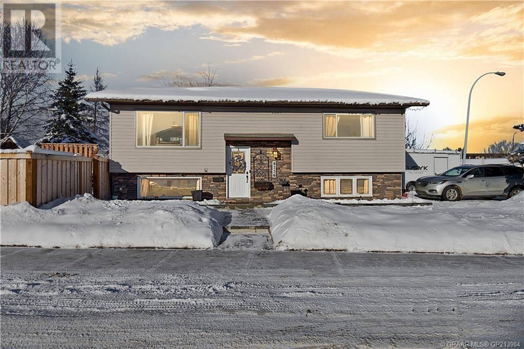 House for sale at 9336 73 Ave Grande Prairie Alberta - MLS: GP213984
