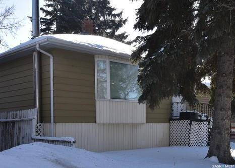 House for sale at 935 Elphinstone St Regina Saskatchewan - MLS: SK798088