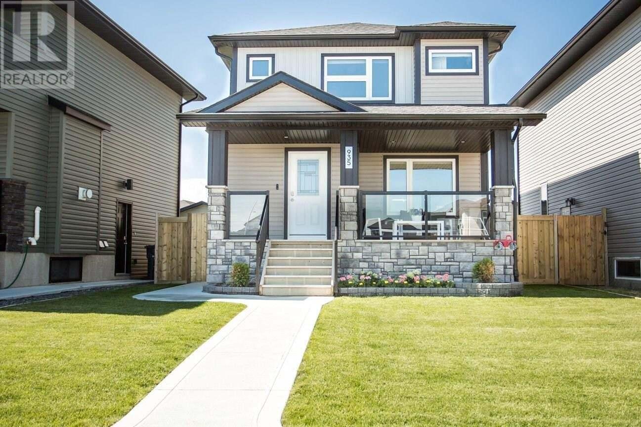 House for sale at 935 Kloppenburg Cres Saskatoon Saskatchewan - MLS: SK815281