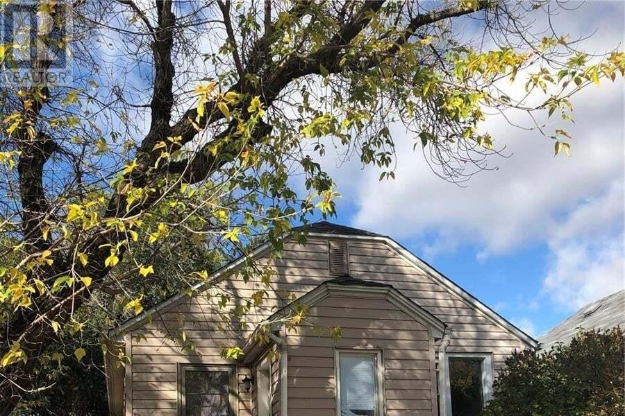 House for sale at 936 Rae St Regina Saskatchewan - MLS: SK828230