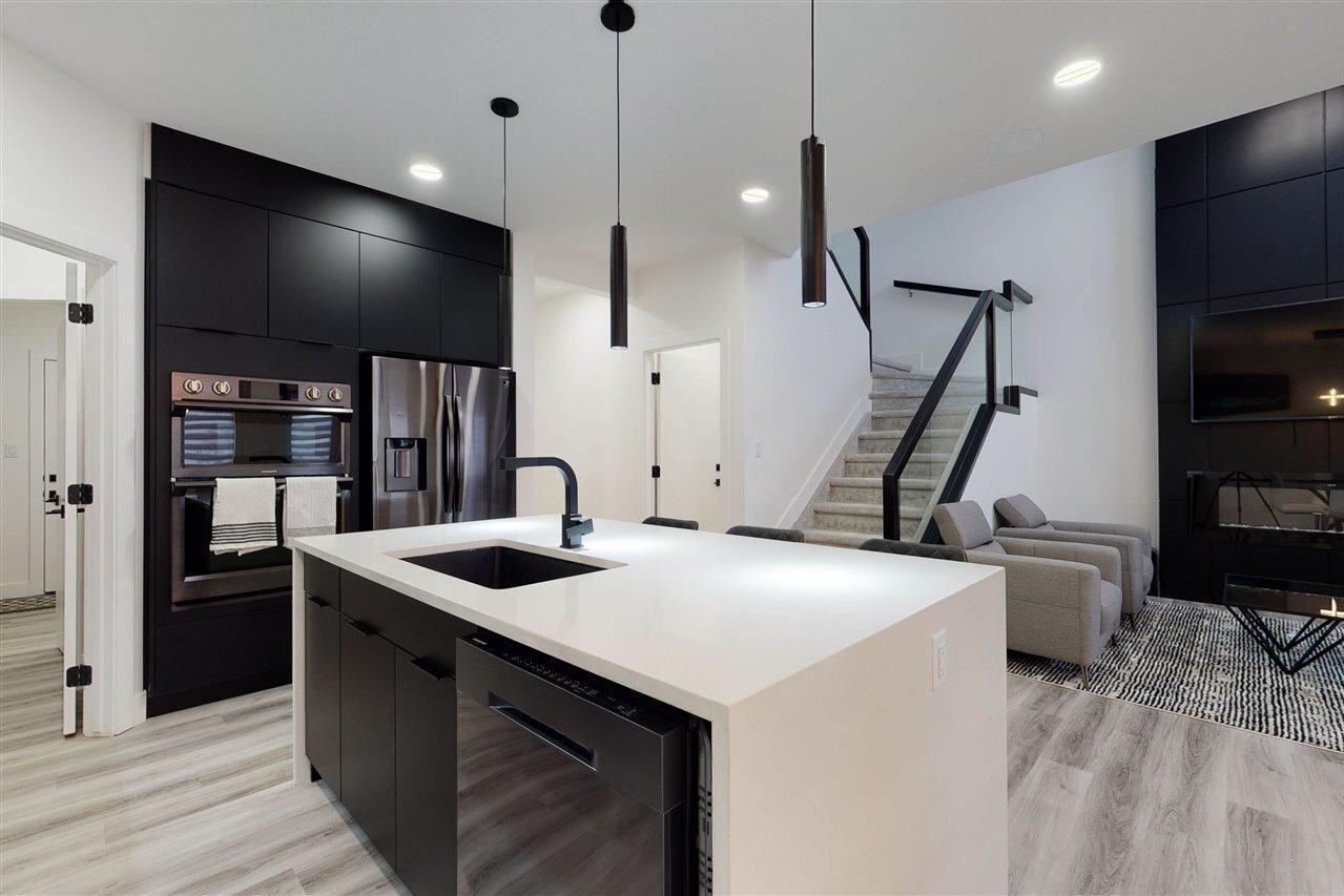 House for sale at 9382 Simpson Dr NW Edmonton Alberta - MLS: E4221561