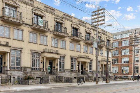 Townhouse for sale at 939 Queen St Toronto Ontario - MLS: C4997975