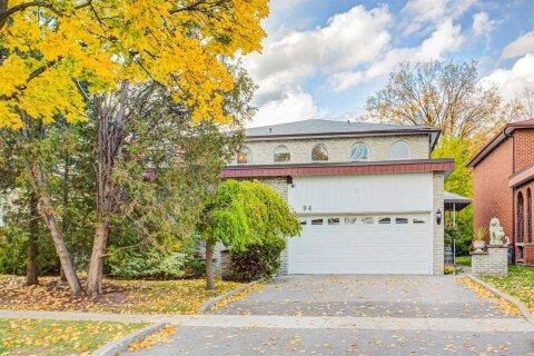 House for sale at 94 Charlton Blvd Toronto Ontario - MLS: C4976392