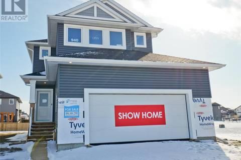 House for sale at 940 Childers Ct Saskatoon Saskatchewan - MLS: SK804612
