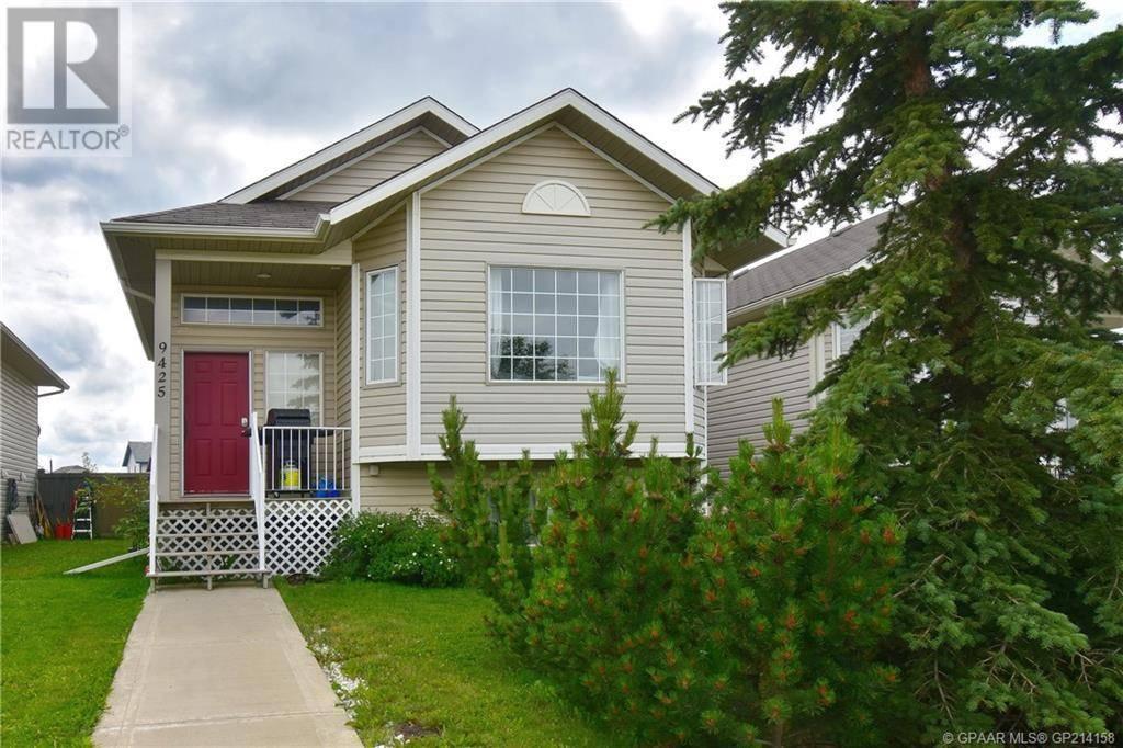 Townhouse for sale at 9425 129 Ave Grande Prairie Alberta - MLS: GP214158