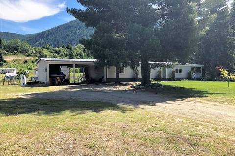 House for sale at 944 Bridgeview Rd Castlegar British Columbia - MLS: 2438367
