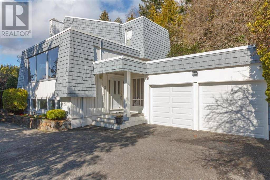 944 Kentwood Terrace, Victoria | Image 1