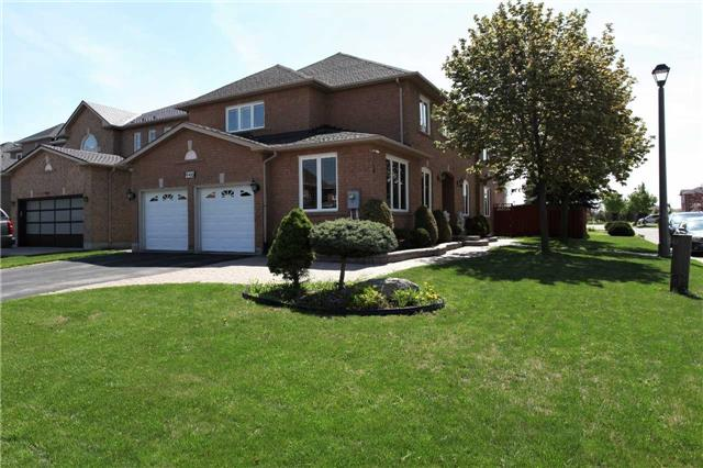 For Sale: 946 Blyleven Boulevard, Mississauga, ON | 4 Bed, 3 Bath House for $1,149,000. See 19 photos!