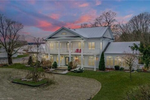 House for sale at 946 Penetanguishene Rd Springwater Ontario - MLS: S5070749