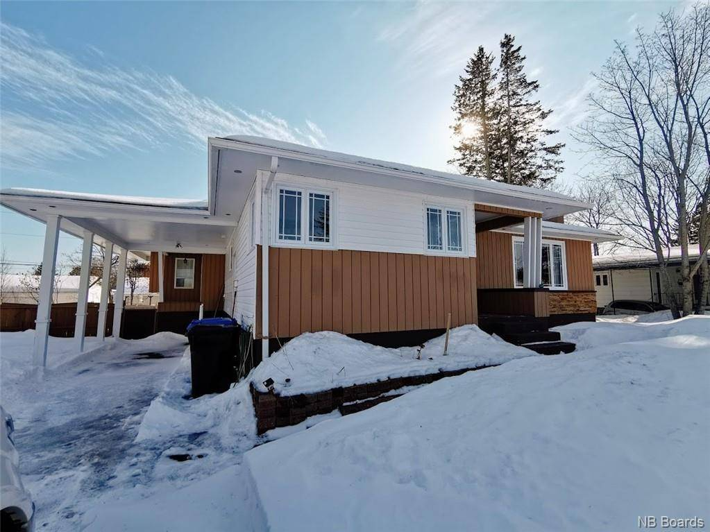 House for sale at 947 Hay Cres Bathurst New Brunswick - MLS: NB041216
