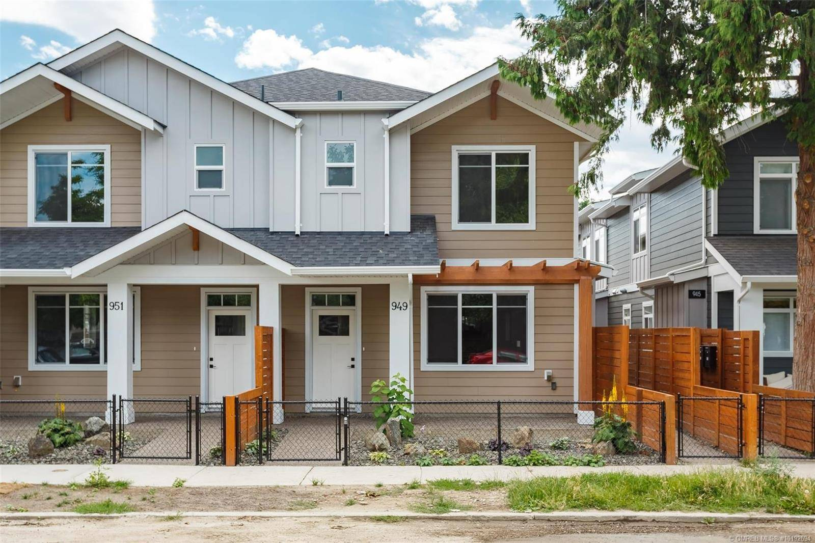 Townhouse for sale at 949 Stockwell Ave Kelowna British Columbia - MLS: 10192694