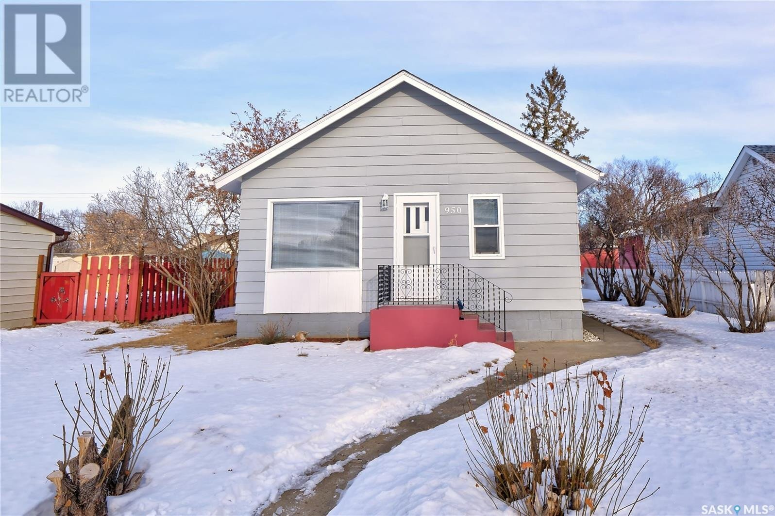 House for sale at 950 Stadacona St E Moose Jaw Saskatchewan - MLS: SK838791