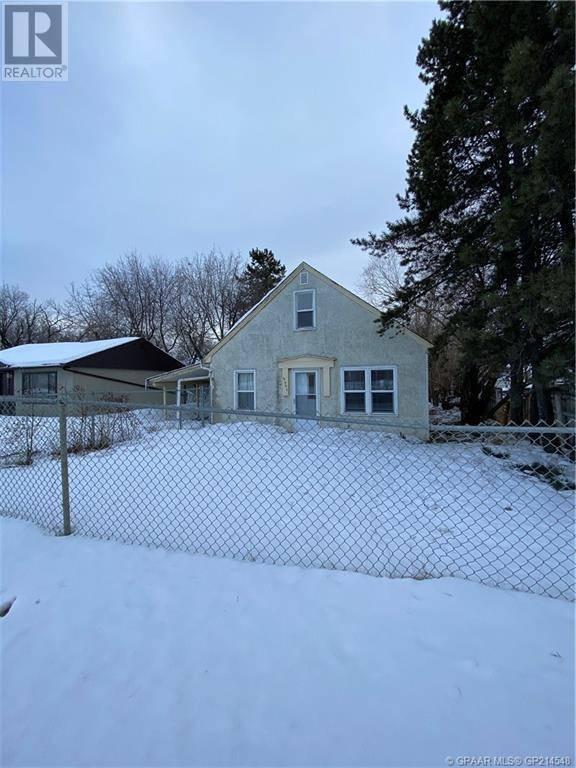 House for sale at 9507 100 Ave Grande Prairie Alberta - MLS: GP214548