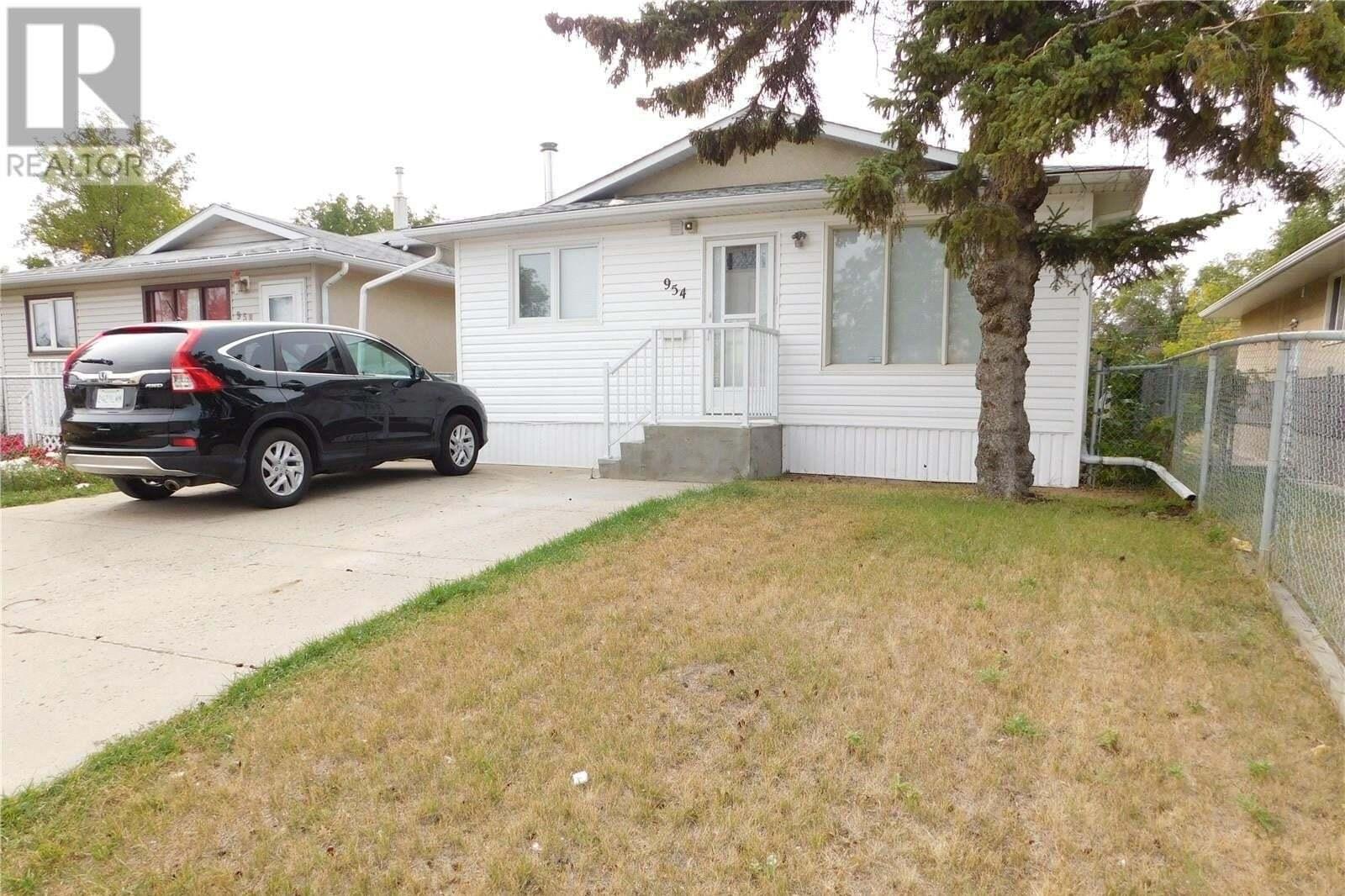 House for sale at 954 Angus St Regina Saskatchewan - MLS: SK826765