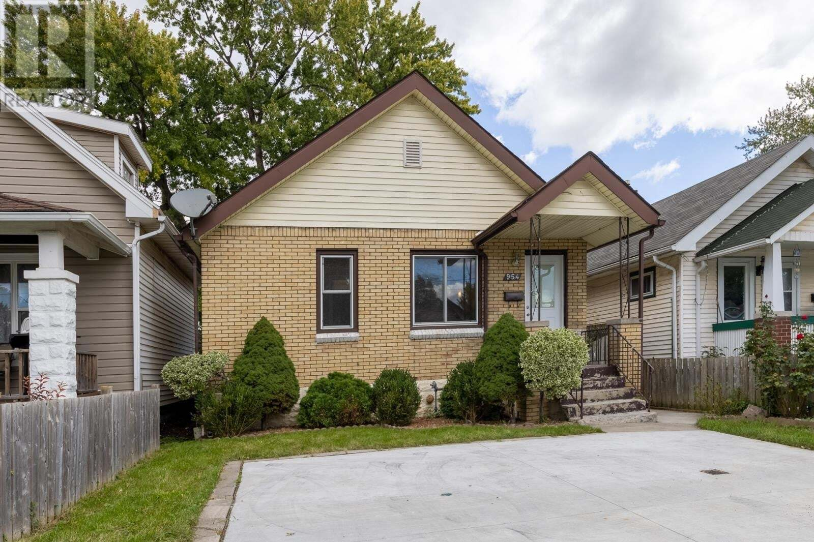 House for sale at 954 Mckay Ave Windsor Ontario - MLS: 20012334